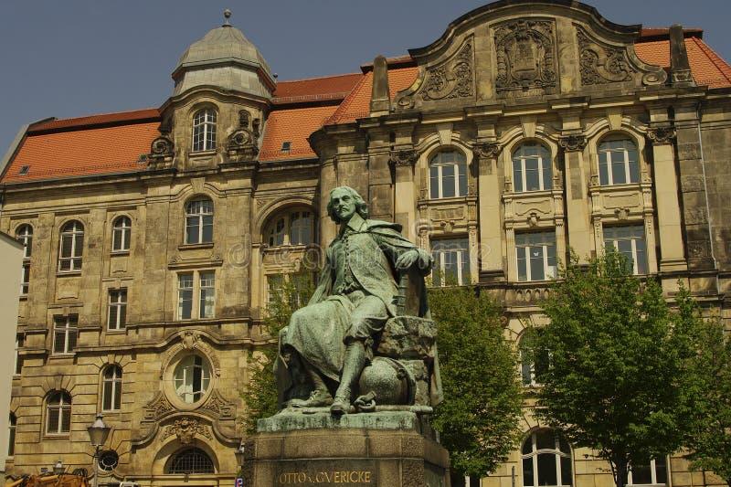 Statua dell'Otto Gvericke, Magdeburg, Germania fotografia stock libera da diritti