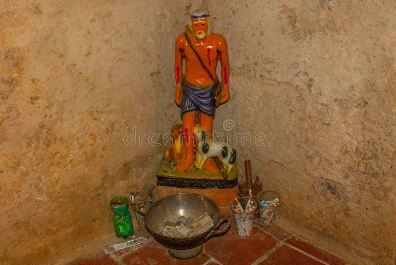 Statua della chiesa santa nella fortezza Fortaleza de Jagua Castillo de Jaguar La Cuba, Cienfuegos immagine stock libera da diritti
