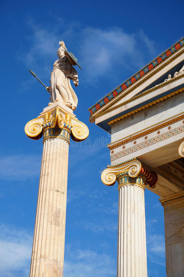 Statua della dea Atena all'accademia di Atene fotografie stock libere da diritti