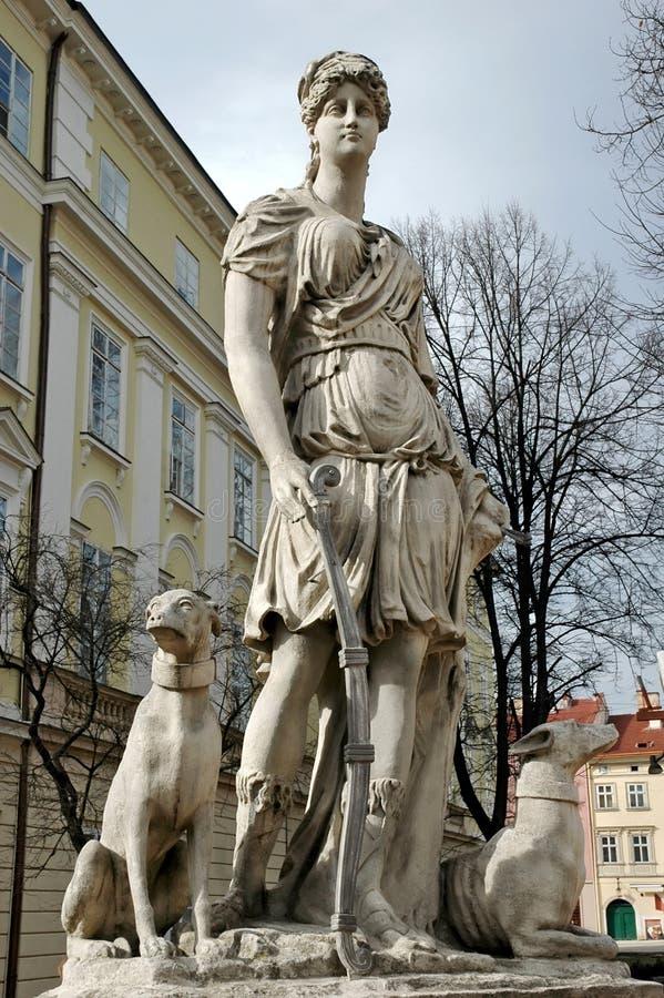 Statua della Diana, la dea della natura e della caccia nel lvov, immagini stock libere da diritti