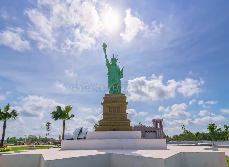Statua della libertà architettonica dei modelli fotografia stock libera da diritti