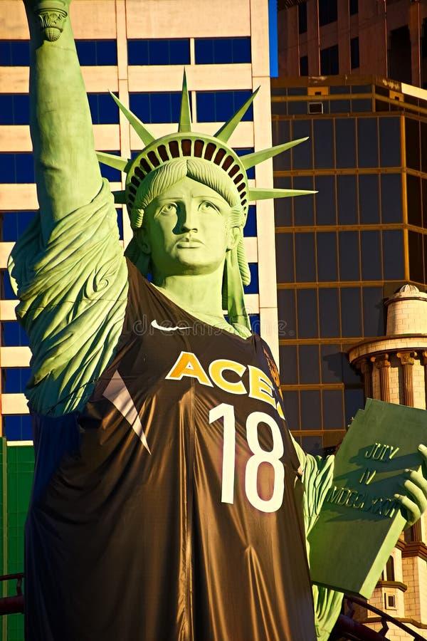 Statua della libertà della replica fuori del casinò di New York New York e dell'hotel di località di soggiorno fotografie stock