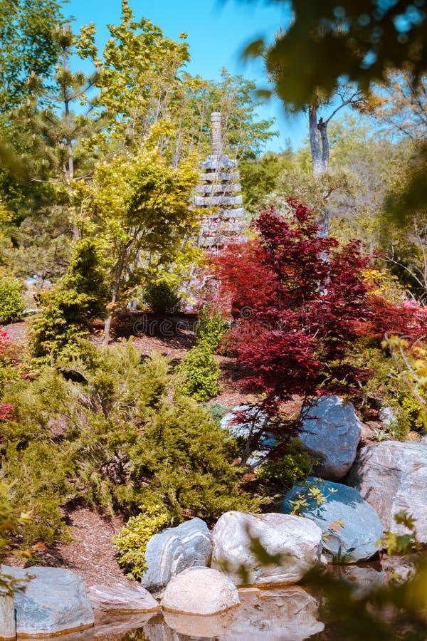 Statua della pagoda nei giardini giapponesi a Grand Rapids Michigan fotografia stock libera da diritti