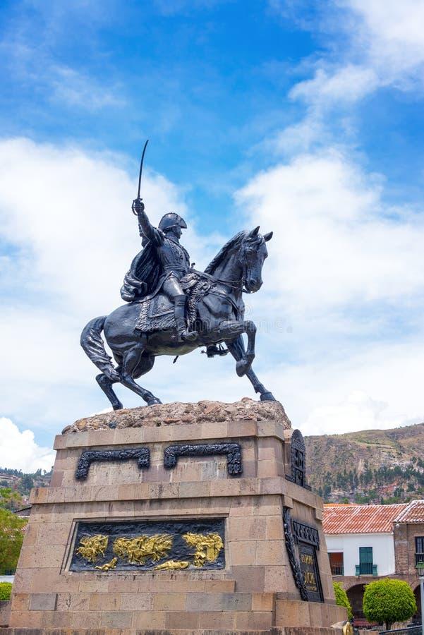 Statua della plaza di Ayacucho fotografia stock libera da diritti