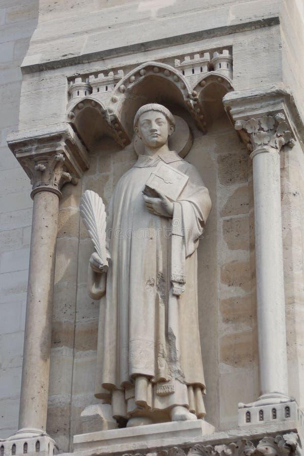 Statua della rana pescatrice dal Notre Dame de Paris fotografie stock