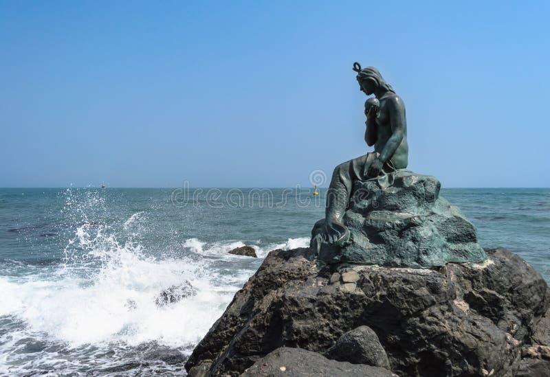 Statua della sirena nel parco di Dongbaek fotografia stock libera da diritti