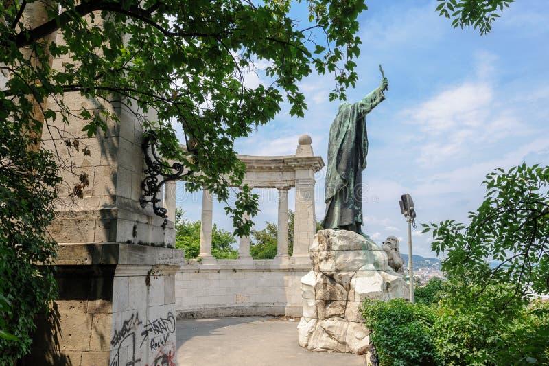 Statua della st Gerard Sagredo a Budapest immagini stock