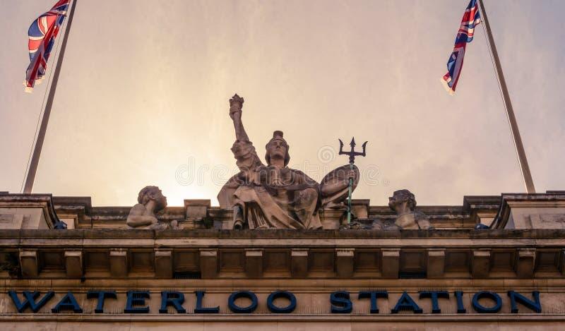 Statua della stazione di Londra Waterloo fotografie stock libere da diritti