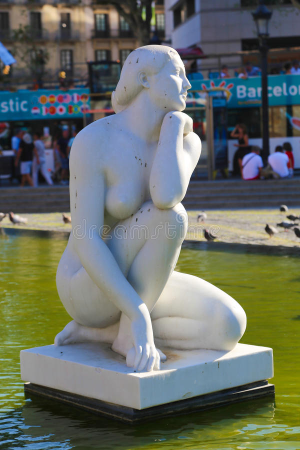 Statua delle donne - Barcellona immagini stock