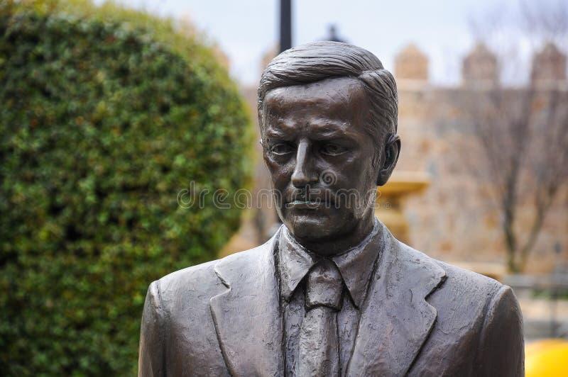 Statua di Adolfo Suarez nella città di Avila, Spagna fotografia stock libera da diritti