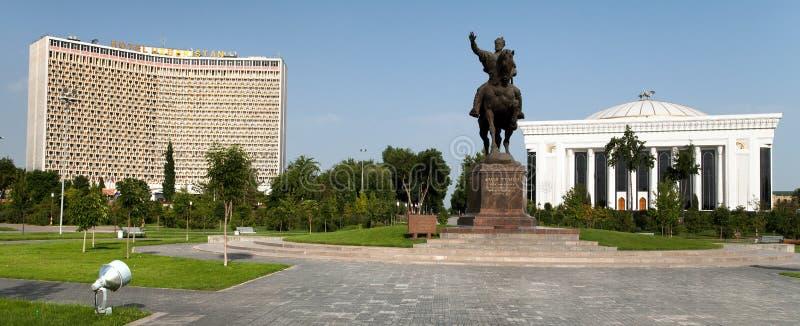 Statua di Amir Temur in Taškent - l'Uzbekistan fotografie stock libere da diritti