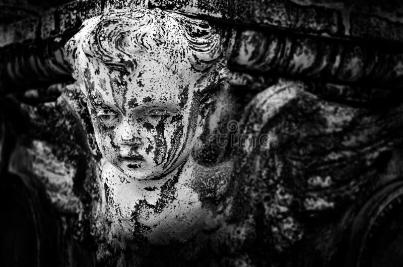 Statua di Angel Cherub Face Peaceful immagini stock libere da diritti