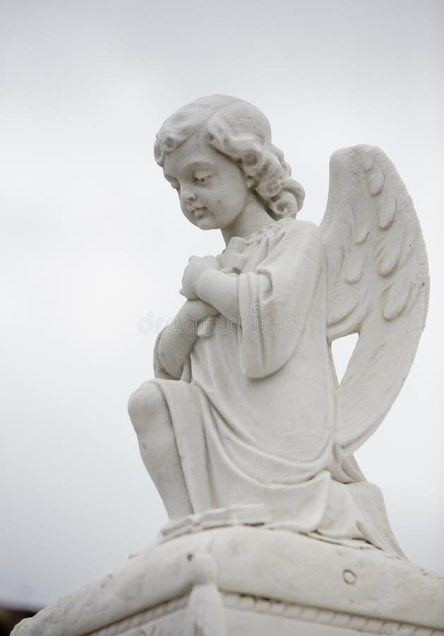 Statua di angelo sulla tomba 1 fotografie stock libere da diritti