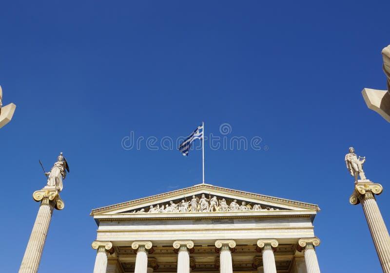 Statua di Apollo e di Atena all'accademia di Atene, Grecia fotografie stock libere da diritti
