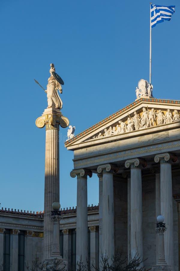 Statua di Atena davanti all'accademia di Atene, Grecia immagini stock