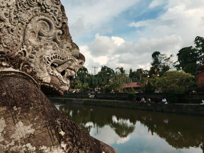 Statua di Bali in tempio indù fotografie stock