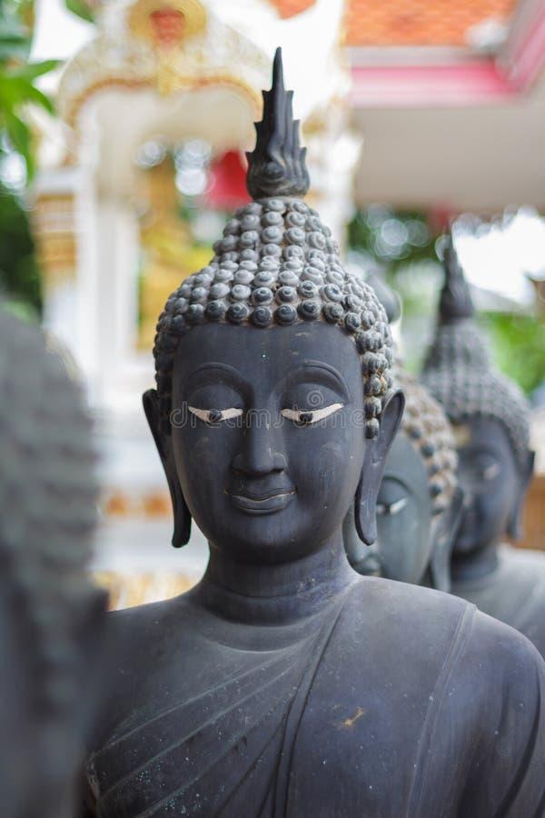 Statua di Buddha colorata come il nero fotografia stock
