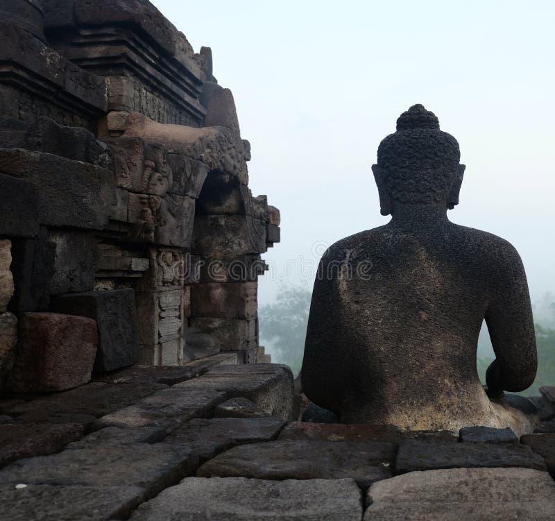 Statua di Buddha dalla parte posteriore fotografie stock