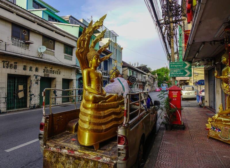 Statua di Buddha dell'oro preparare per trasporto fotografia stock libera da diritti