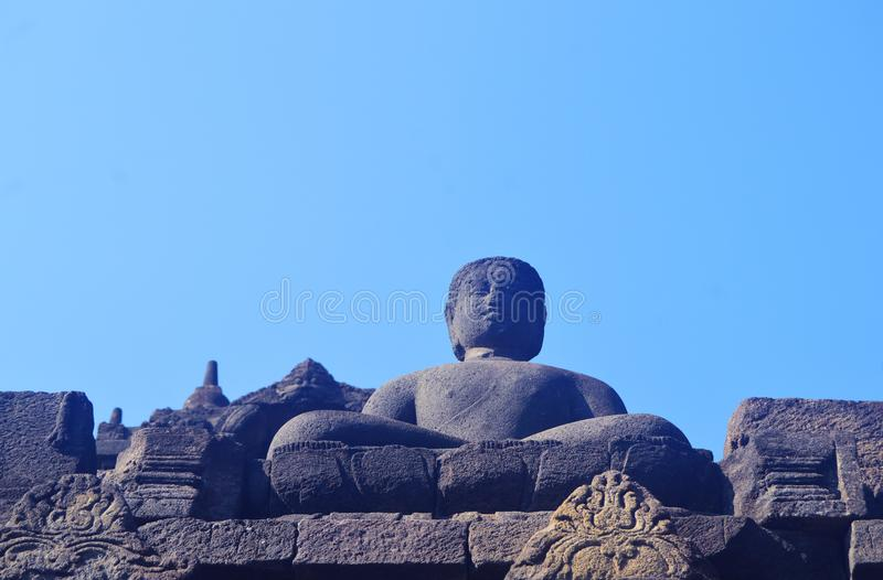 Statua di Buddha e stupa di Borobudur fotografia stock