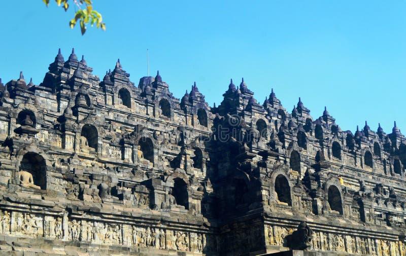 Statua di Buddha e stupa di Borobudur immagini stock libere da diritti