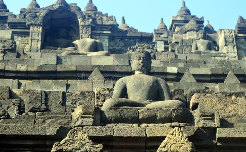 Statua di Buddha e stupa di Borobudur fotografie stock libere da diritti
