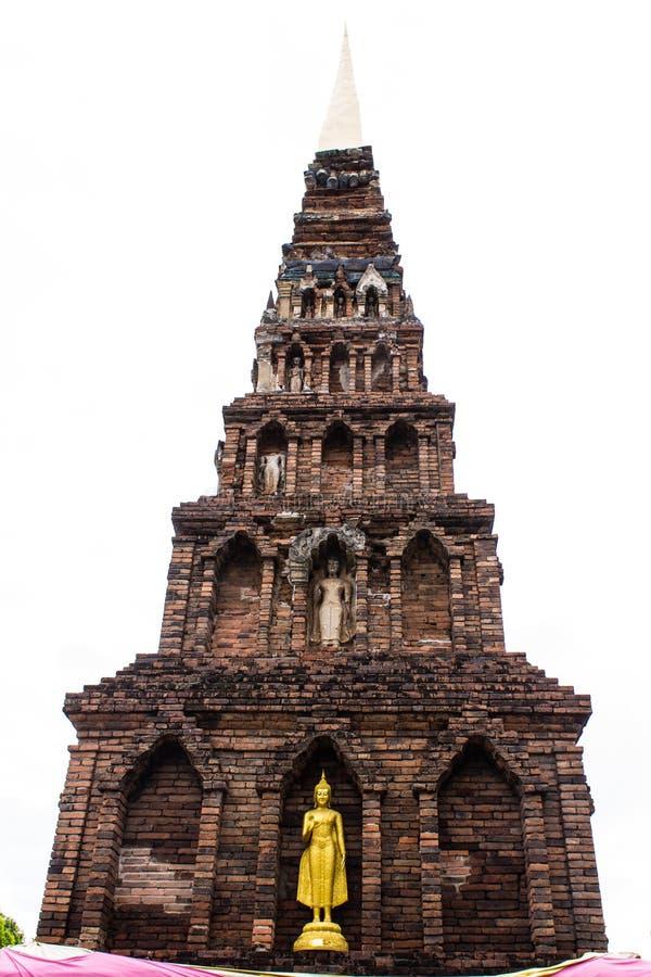 Statua di Buddha e vecchia pagoda, Wat Phra That Hariphunchai immagine stock libera da diritti