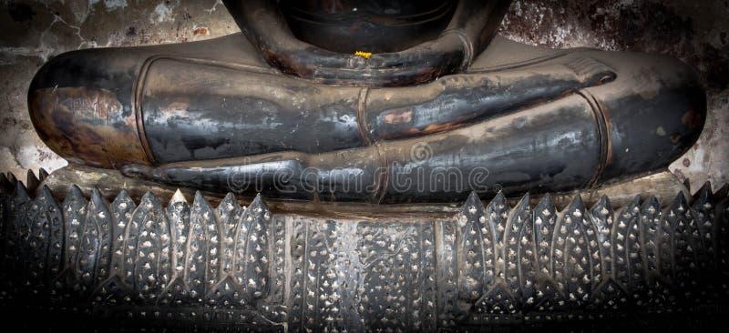 Statua di Buddha a gambe accavallate fotografie stock libere da diritti