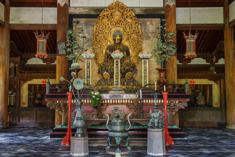 Statua di Buddha nel Butsuden Corridoio (Buddha Corridoio) al tempio di Daitoku-ji a Kyoto fotografie stock libere da diritti