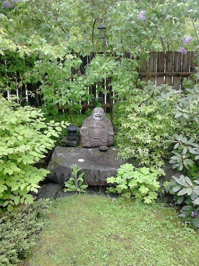 Statua di Buddha nel giardino! immagini stock libere da diritti
