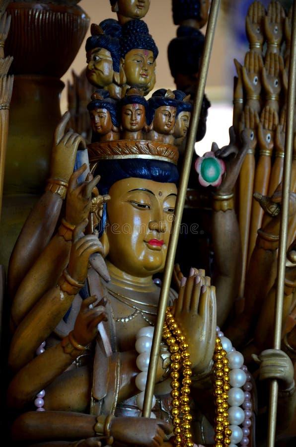 Statua di Buddha nel wat fotografie stock libere da diritti