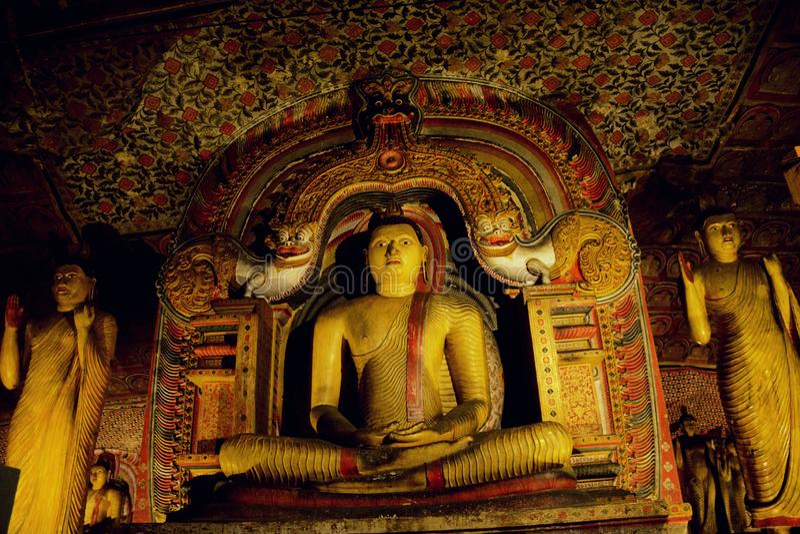 Statua di Buddha nella posizione di Dhyana Mudra in Dambulla fotografie stock libere da diritti