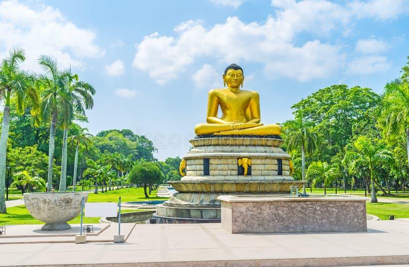 Statua di Buddha in parco di Colombo fotografie stock libere da diritti