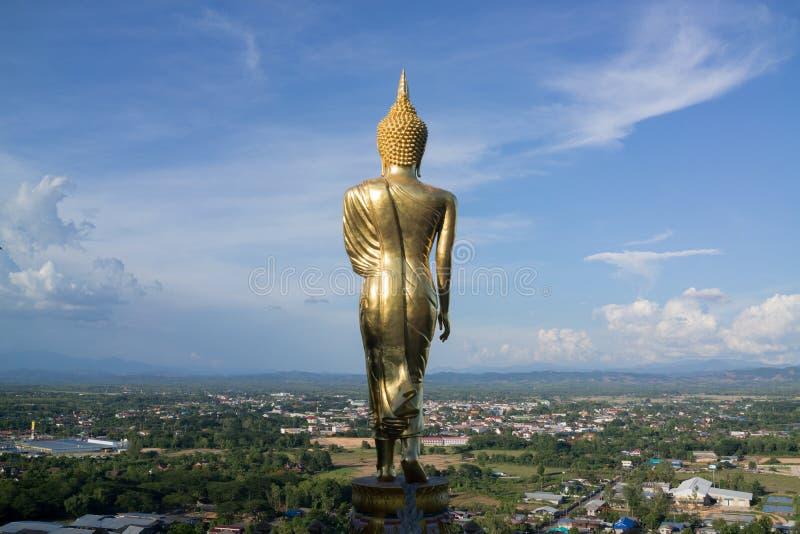 Statua di Buddha sulla montagna sopra la provincia di Nan fotografia stock libera da diritti