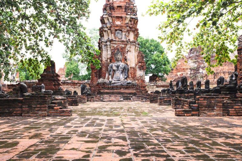 Statua di Buddha in tempio di storia antica in herita del mondo di Ayuthaya fotografia stock