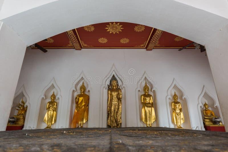 Statua di Buddha in Wat Bovorn a Bangkok, Tailandia immagini stock libere da diritti