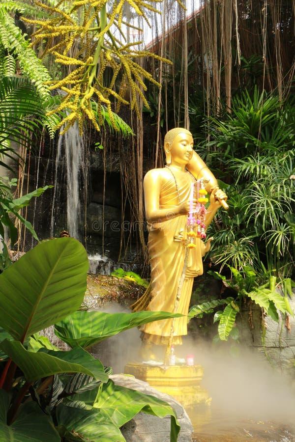 Statua di Buddha a Wat Sraket Rajavaravihara, Tailandia fotografia stock