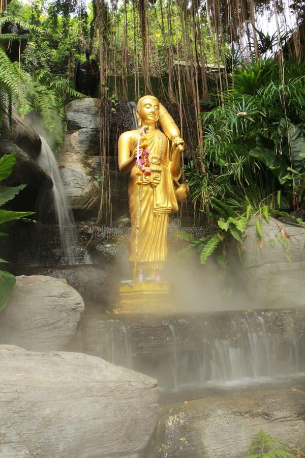 Statua di Buddha a Wat Sraket Rajavaravihara, Tailandia fotografie stock libere da diritti