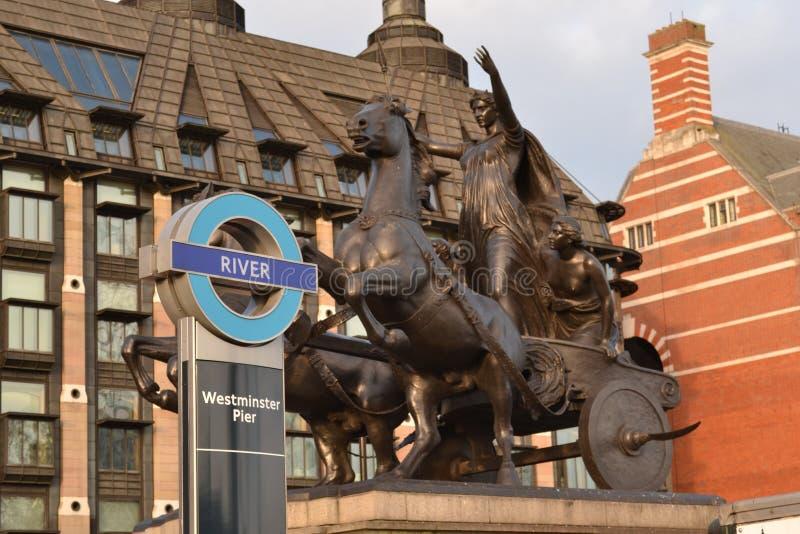 Statua di Budicca del segno del pilastro di Westminster fotografie stock
