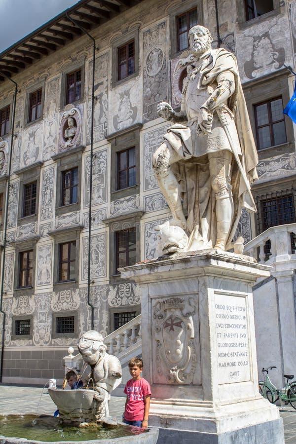 Statua di Cosimo I de Medici, Pisa, Italia fotografia stock