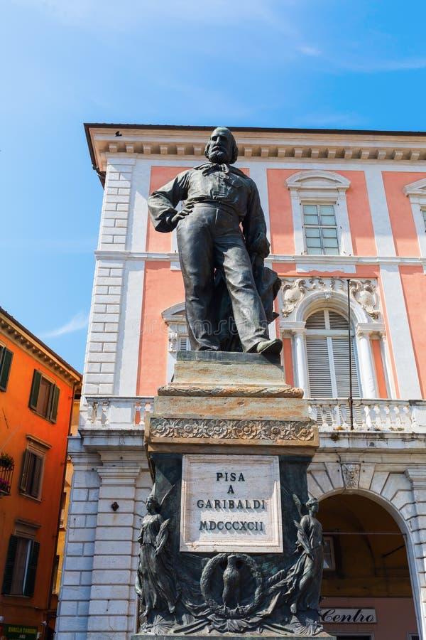 Statua di Cosimo I nel quadrato dei cavalieri, Pisa, Italia immagine stock