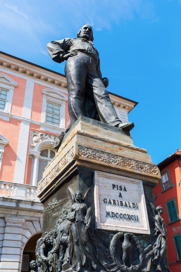 Statua di Cosimo I nel quadrato dei cavalieri, Pisa, Italia immagine stock libera da diritti