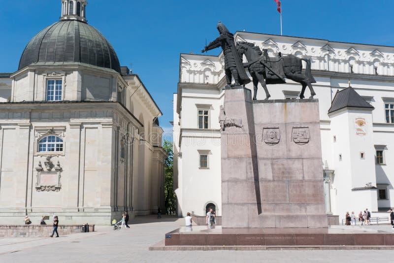 Statua di Duke Gediminas a Vilnius fotografia stock libera da diritti