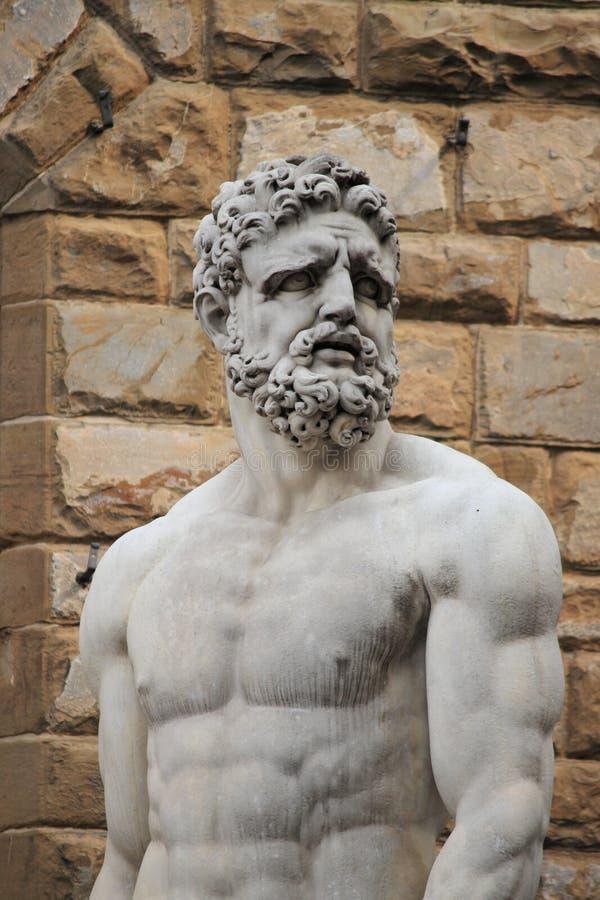 Statua di Ercole e del comitato fotografie stock libere da diritti