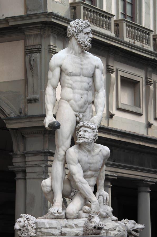 Statua di Ercole e del comitato immagine stock libera da diritti