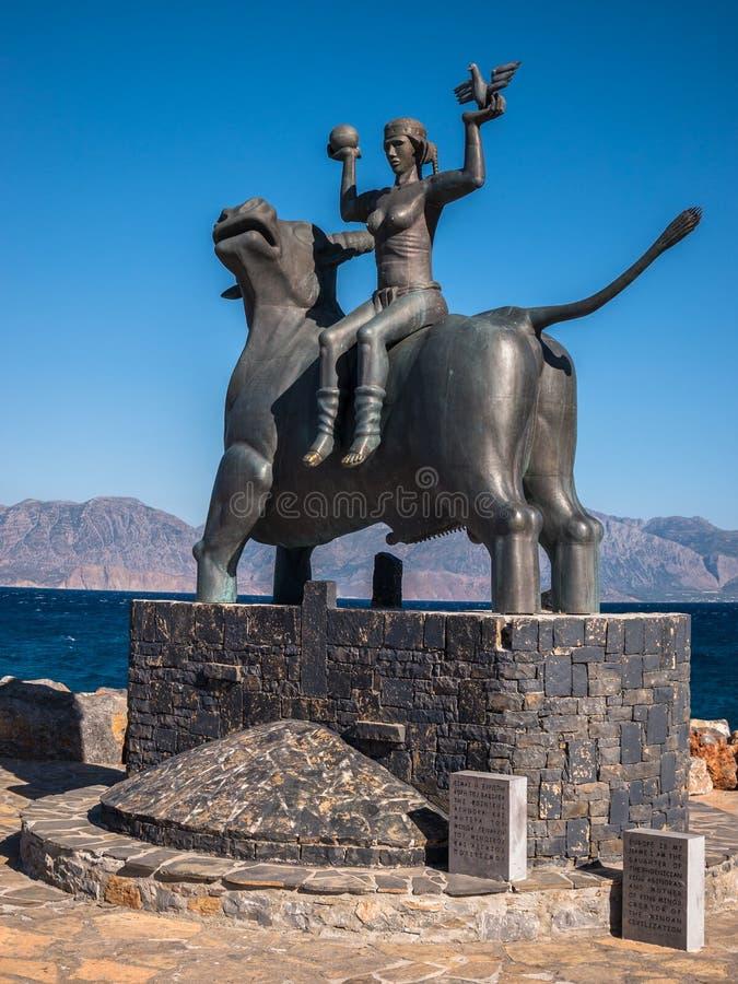 Statua di europa, Agios Nikolaaos, Creta, Grecia fotografia stock libera da diritti