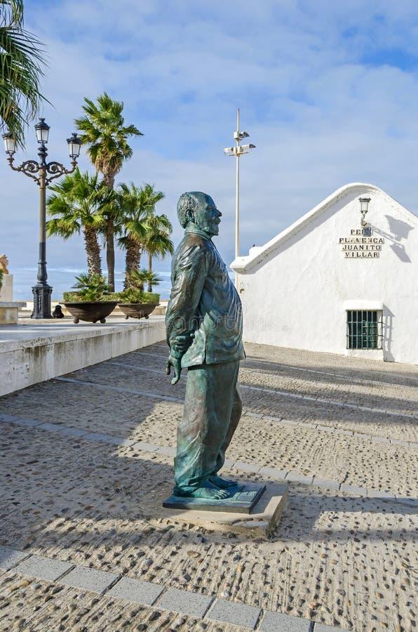 Statua di Fernando Quinones in La Caleta a Cadice, Spagna fotografia stock libera da diritti