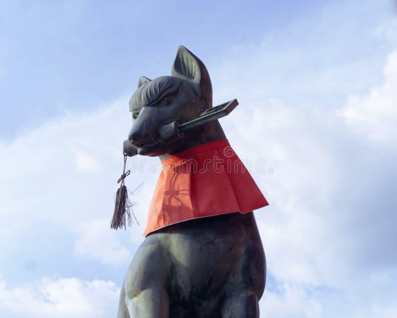 Statua di Fox al santuario di taisha di inari di Fushimi, Kyoto immagini stock