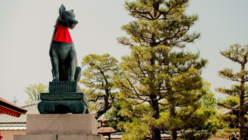 Statua di Fox nel santuario di Fushimi Inari fotografia stock