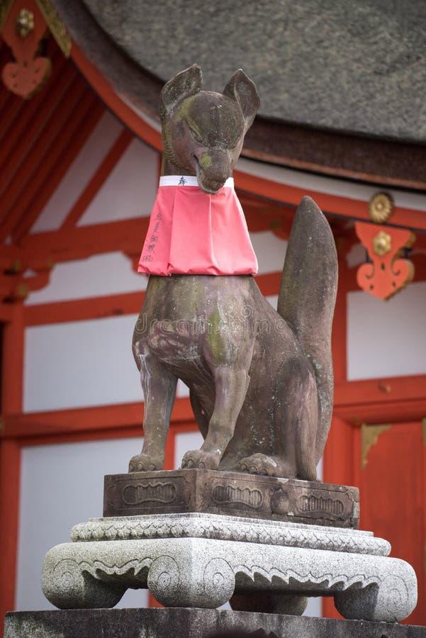 Statua di Fox nel santuario di Fushimi Inari Taisha fotografia stock libera da diritti